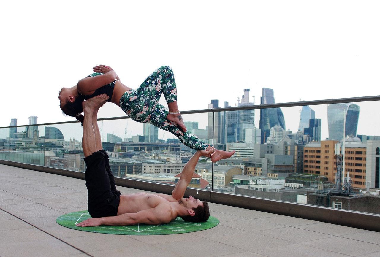 die besten yoga bungen f r l ufer marathonvorbereitung. Black Bedroom Furniture Sets. Home Design Ideas